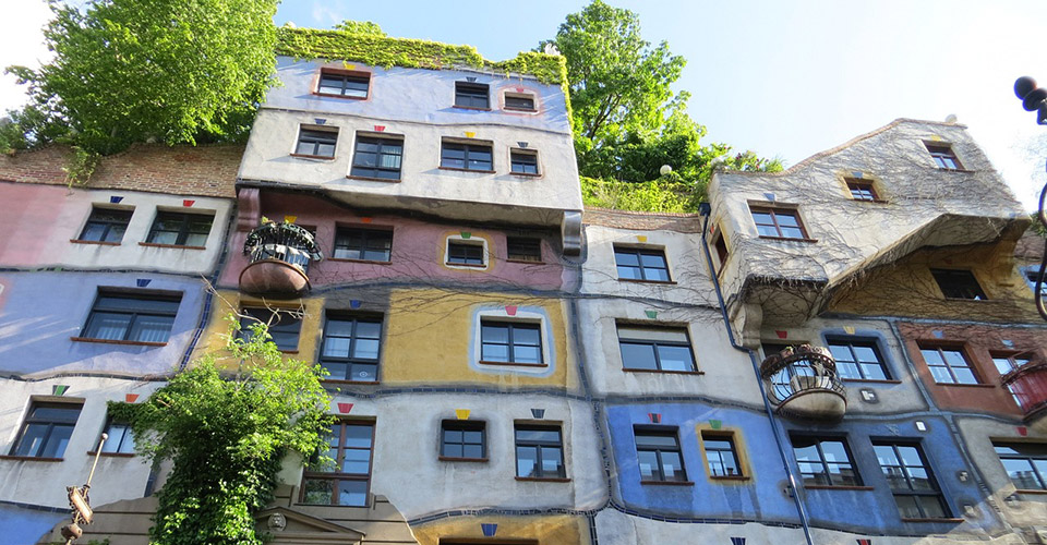 House of Resources in Form des Hundertwasser-Hauses Wien