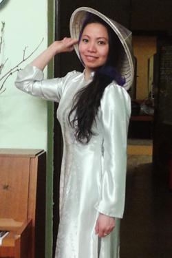 Vietnamesin Ai Van Tran Thi mit dem traditionellen Nón lá